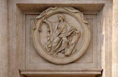 Medaillon-Gerechtigkeit auf dem Palazzo Montecitorio, Sitz der italienischen Abgeordnetenkammer in Rom lizenzfreie stockbilder