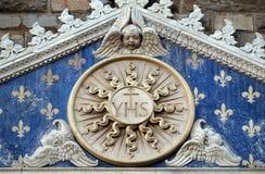 Medaillon met het ZIJN monogram tussen twee leeuwen, Palazzo Vecchio in Florence stock foto's