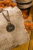 Medalhão com o sinal do Áries e do açafrão Fotografia de Stock