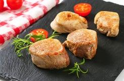 medalhões Bandeja-passados ligeiramente da carne de porco Imagem de Stock