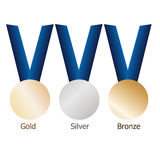 Medalha de ouro, medalhista de prata, medalha de bronze em fitas azuis com superfícies metálicas brilhantes Fotografia de Stock Royalty Free