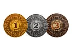 A medalha que concede o ouro, prata, bronzeia isolado no fundo branco Imagens de Stock