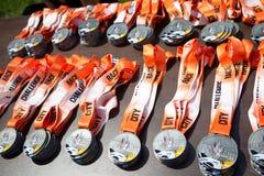 Medalhas da raça de obstáculo do desafio da cidade da juventude fotografia de stock