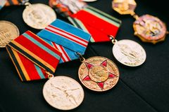Medalhas do aniversário de uma guerra de Victory In The Great Patriotic fotografia de stock