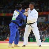 Medalhista de prata Judoka Audrey Tcheumeo de França no branco na ação contra Sol Kyong da Coreia do Norte durante o ` s das mulh Foto de Stock Royalty Free