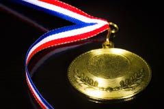 Medalj på den svarta bakgrunden Royaltyfria Bilder