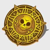 Medallón de oro del pirata con el símbolo del cráneo Foto de archivo libre de regalías