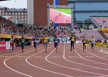 Medalla de oro del triunfo de LALU MUHAMMAD ZOHRI Indonesia en 100 metrs en el campeonato del mundo U20 de IAAF en Tampere, Finla fotos de archivo libres de regalías