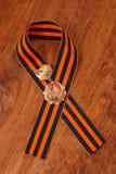 Medalla 25 del jubileo de la victoria en la gran guerra patriótica de 1941-1945 y la cinta de George Imagen de archivo