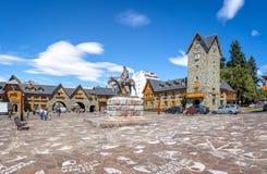 Medborgarcentrum Centro Civico och huvudsaklig fyrkant i i stadens centrum Bariloche - Bariloche, Patagonia, Argentina royaltyfria bilder