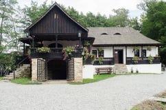 Medborgare Astra Museum i Sibiu - gammalt traditionellt hus (många stilar och former) Arkivbilder