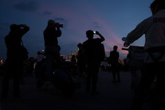 Medborgare av Bangkok runt om den storslagna slotten i Bangkok, att betala respekt till avlidenkonungen Bhumibol Adulyadej Thaila Royaltyfria Foton