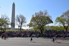 2016 medborgare Cherry Blossom Parade i Washington DC Fotografering för Bildbyråer