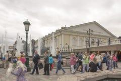 Medborgare som går i Alexander Garden Royaltyfri Bild