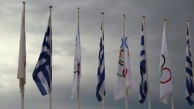 Medborgaren och OS:en sjunker nära Panathenaic stadion i Aten stock video