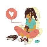 Meddelande för flickahandstiltext på smartphonen Arkivbild