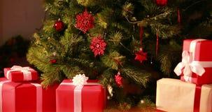 Meddelande för glad jul som visas i snöig landskap lager videofilmer