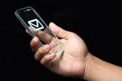 Meddelandesymbol på smartphonen Arkivbild