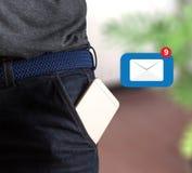 Meddelandet för postkommunikationsanslutning till att posta kontaktar inbox Royaltyfria Foton