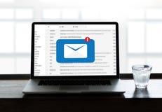 Meddelandet för postkommunikationsanslutning till att posta kontakter ringer Royaltyfria Bilder