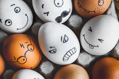 Mededeling en emoties van concepten de de sociale netwerken - boze eieren Stock Afbeeldingen