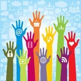 Mededeling en pictogrammen van sociale media en hand Stock Afbeelding
