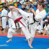 Mededingers die aan het Europese Karatekampioenschap deelnemen Stock Afbeeldingen