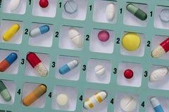 Medeicine zbiornika tygodnika pillbox Zdjęcie Stock