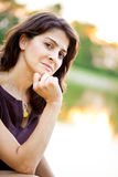 Medelåldrig kvinna på laken Fotografering för Bildbyråer