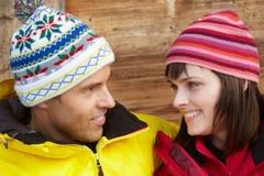 Medelåldriga par som kläs för kallt väder Fotografering för Bildbyråer