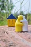Medel des couples restent sur le chemin pour renfermer Photographie stock libre de droits