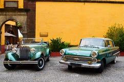 Medel för gammal tappning för bil för Oldtimer auto lyxigt tropiskt mobilt retro arkivbild