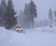 Medel för snöborttagning som tar bort snö Royaltyfri Bild