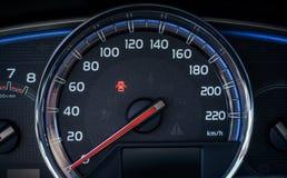 medel för speedometer för hastighet för shows för rotationer för bilmotor Arkivfoto