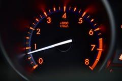 medel för speedometer för hastighet för shows för rotationer för bilmotor Arkivfoton