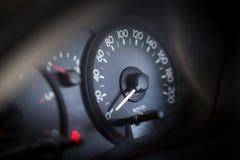 medel för speedometer för hastighet för shows för rotationer för bilmotor Royaltyfria Bilder