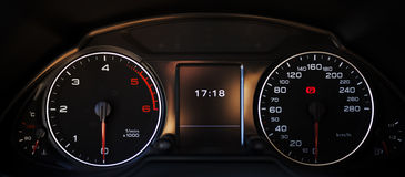 medel för speedometer för hastighet för shows för rotationer för bilmotor Fotografering för Bildbyråer