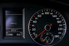 medel för speedometer för hastighet för shows för rotationer för bilmotor Arkivbilder
