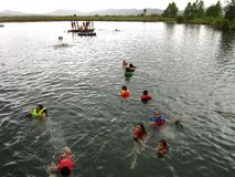 Medel Luna Mexico som simmar lagunen arkivfoton