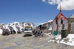 Medel på det Khardung passerandet, Ladakh, Indien Arkivbild