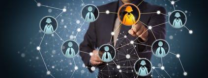 MedelContacting Businesswoman In socialt nätverk Arkivbild