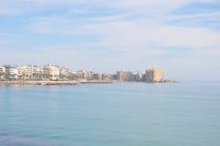 Medelhav på en solig dag Yachter i havet Royaltyfria Foton