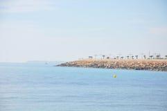 Medelhav på en solig dag Yachter i havet Arkivfoton