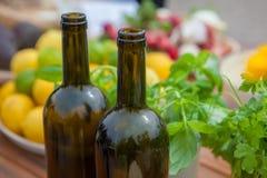 Medelhavs- banta, vin och grönsaker Arkivbild