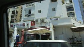 Medelhavs- bostadsområde som ses från ridningbilen arkivfilmer