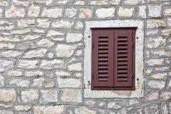 medelhavs- gammal typ fönster arkivfoto