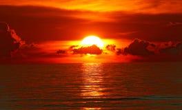 medelhavs- havssolnedgång Royaltyfri Bild