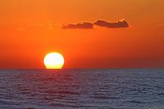 medelhavs- havssolnedgång Arkivfoto
