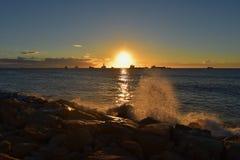medelhavs- havssoluppgång royaltyfria foton