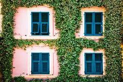Medelhavs- husfacade Royaltyfri Bild